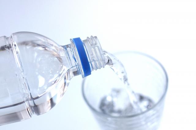 【基礎代謝アップと美肌効果!】水ダイエットの効果とやり方
